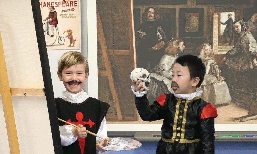 Alumnos de Primaria en Caxton College representando a Velázquez y Shakespeare